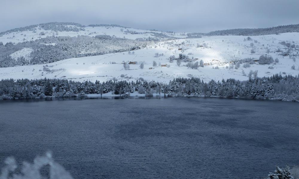 Le lac d'Issarlès en hiver